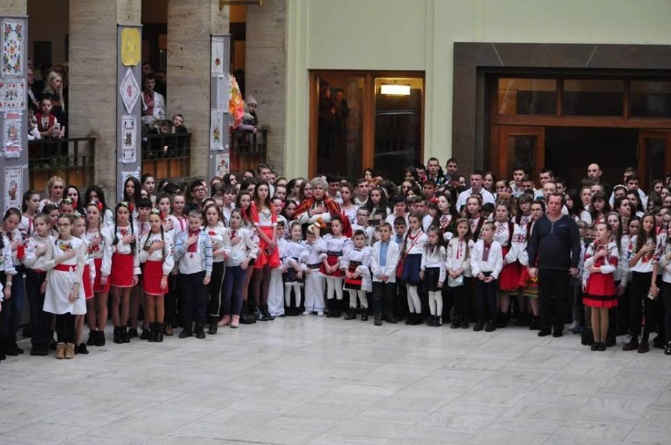 Національний рекорд в Ужгороді: на площі Народній виставили 17 000 писанок (ФОТО, ВІДЕО), фото-10