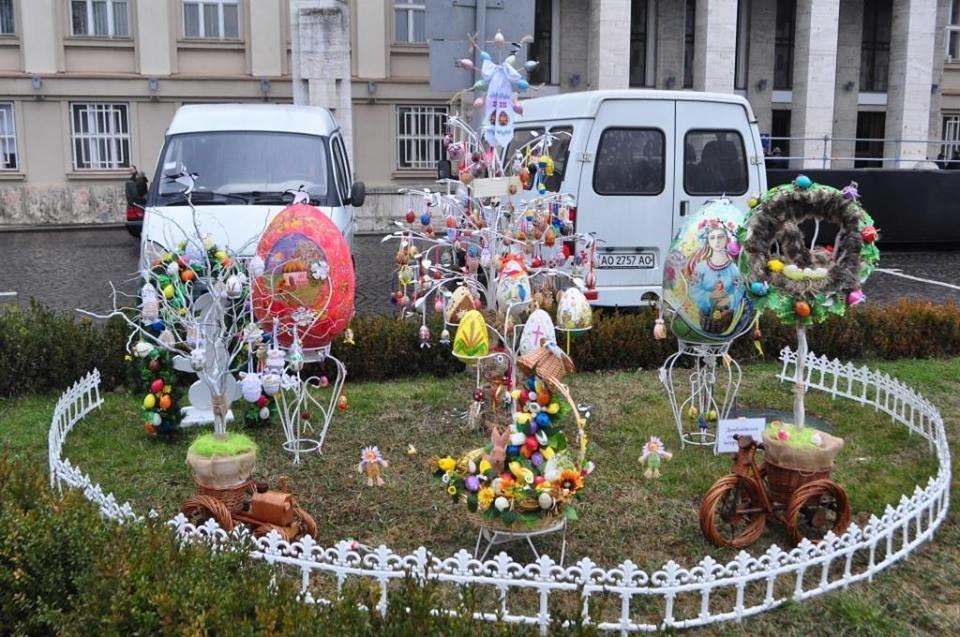 Національний рекорд в Ужгороді: на площі Народній виставили 17 000 писанок (ФОТО, ВІДЕО), фото-7