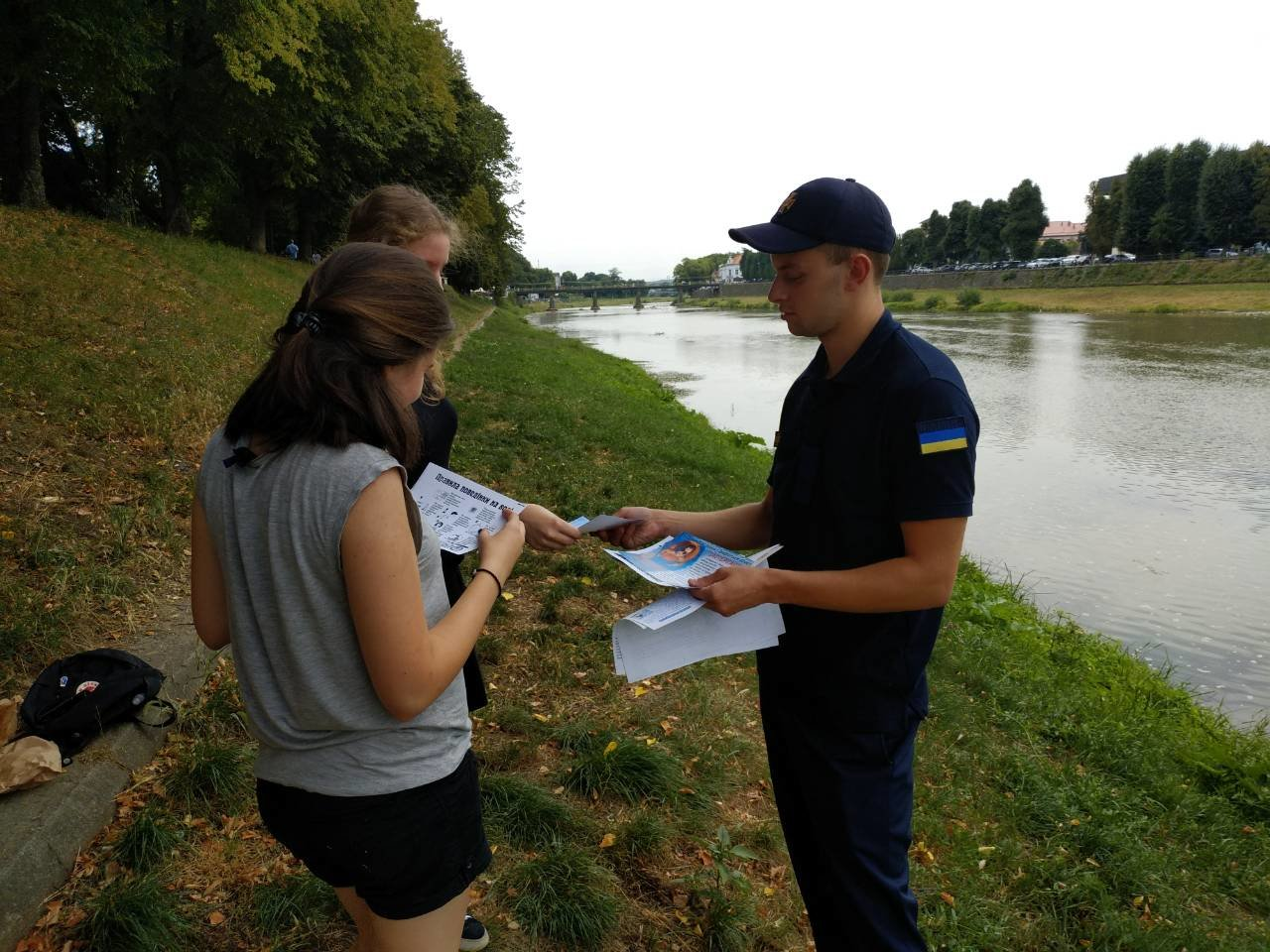"""Не """"вживайте"""" біля річки і не сидіть на сонці: рятувальники пішли до людей на Уж (ФОТО), фото-2"""