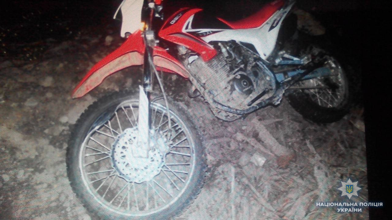 На Рахівщині внаслідок зіткнення із кам'яною огорожею загинув 24-річний мотоцикліст (ФОТО), фото-1