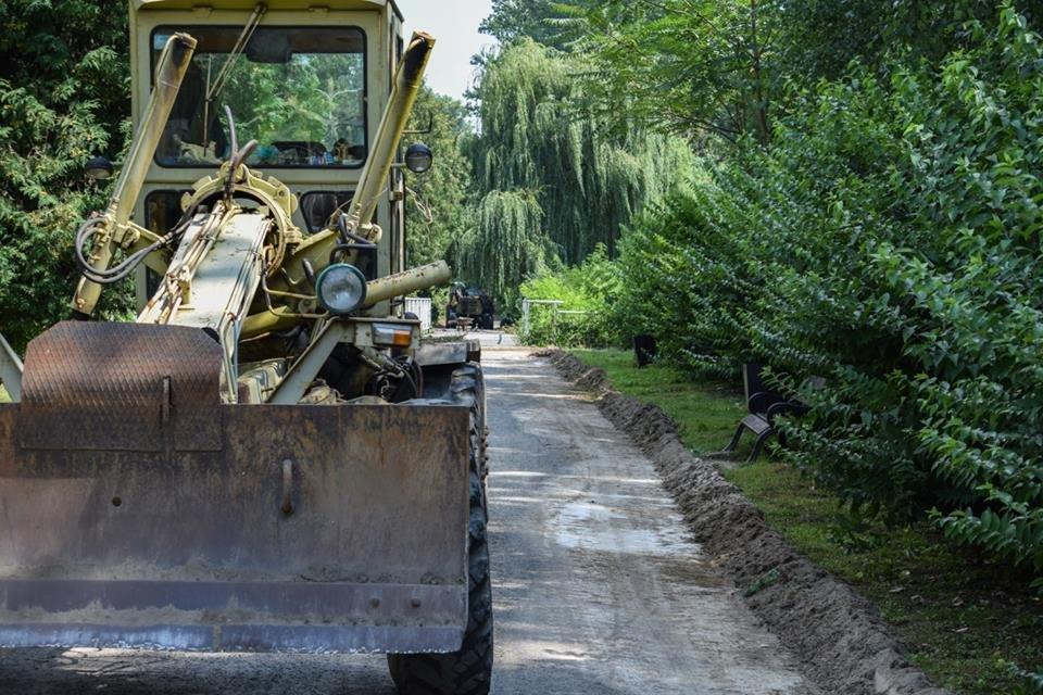 Рівні доріжки, оновлений понтонний міст: у Боздоському парку Ужгорода розпочались ремонтні роботи (ФОТО), фото-3