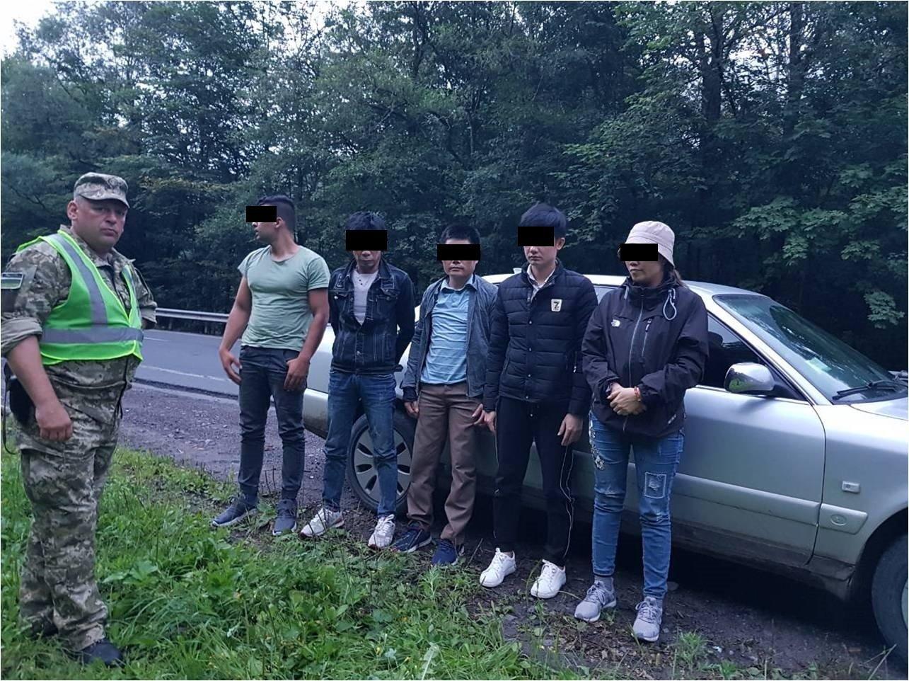 """На посту """"Нижні Ворота"""" у напрямку Закарпаття в автомобілі 30-річного україця виявлено п'ятьох нелегалів (ФОТО) , фото-2"""