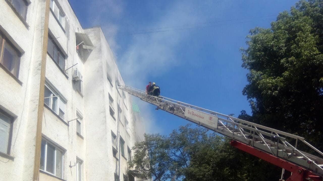 Пожежа в п'ятиповерхівці на Можайського: врятовано 4-х мешканців, серед яких 2-є неповнолітні (ФОТО), фото-2