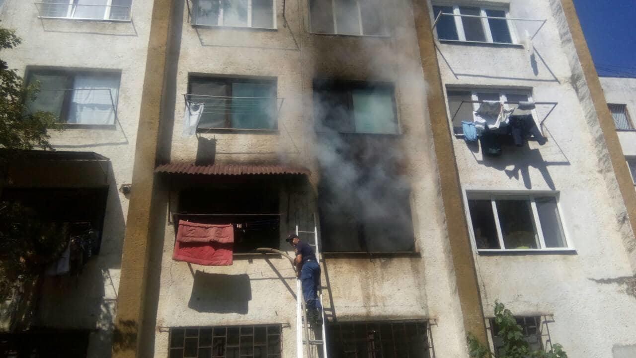 Пожежа в п'ятиповерхівці на Можайського: врятовано 4-х мешканців, серед яких 2-є неповнолітні (ФОТО), фото-1