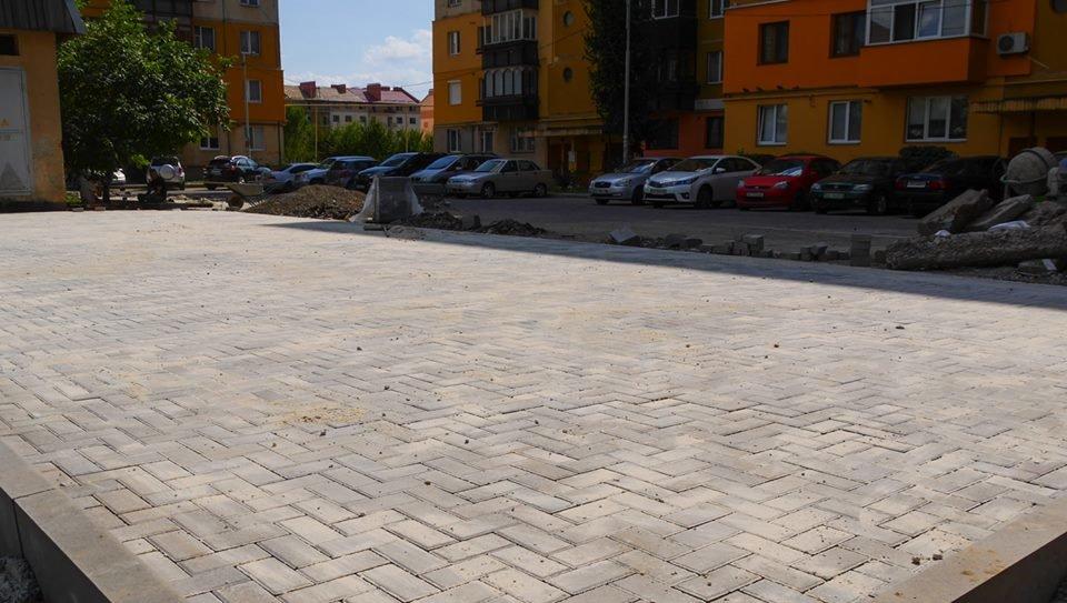 В Ужгороді за 285 тисяч гривень відремонтують один із дворів на Легоцького (ФОТО), фото-1