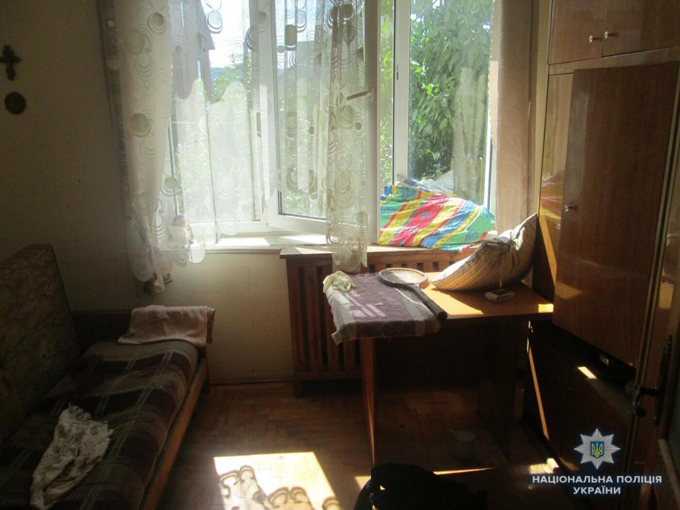 В Ужгороді вночі 27-річний грабіжник напав з ножем на 53-річну жінку (ФОТО), фото-1
