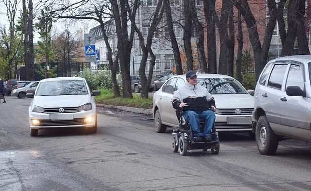 Люди на візках стали учасниками дорожнього руху: Кабмін прийняв постанову , фото-1