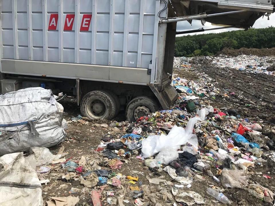 """ТОВ """"АВЕ Ужгород"""" назвало причини перебоїв у вивезенні сміття в місті (ФОТО), фото-7"""
