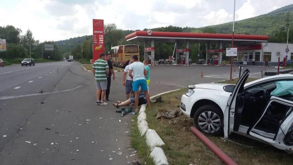 """ДТП на трасі """"Київ-Чоп"""": патрульні, переслідуючи порушника, зіткнулись з «Volkswagen», є постраждалі (ФОТО), фото-3"""