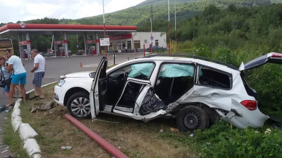 """ДТП на трасі """"Київ-Чоп"""": патрульні, переслідуючи порушника, зіткнулись з «Volkswagen», є постраждалі (ФОТО), фото-2"""