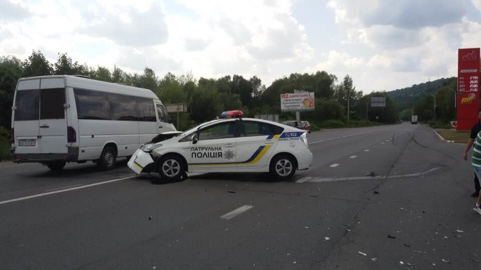 """ДТП на трасі """"Київ-Чоп"""": патрульні, переслідуючи порушника, зіткнулись з «Volkswagen», є постраждалі (ФОТО), фото-4"""