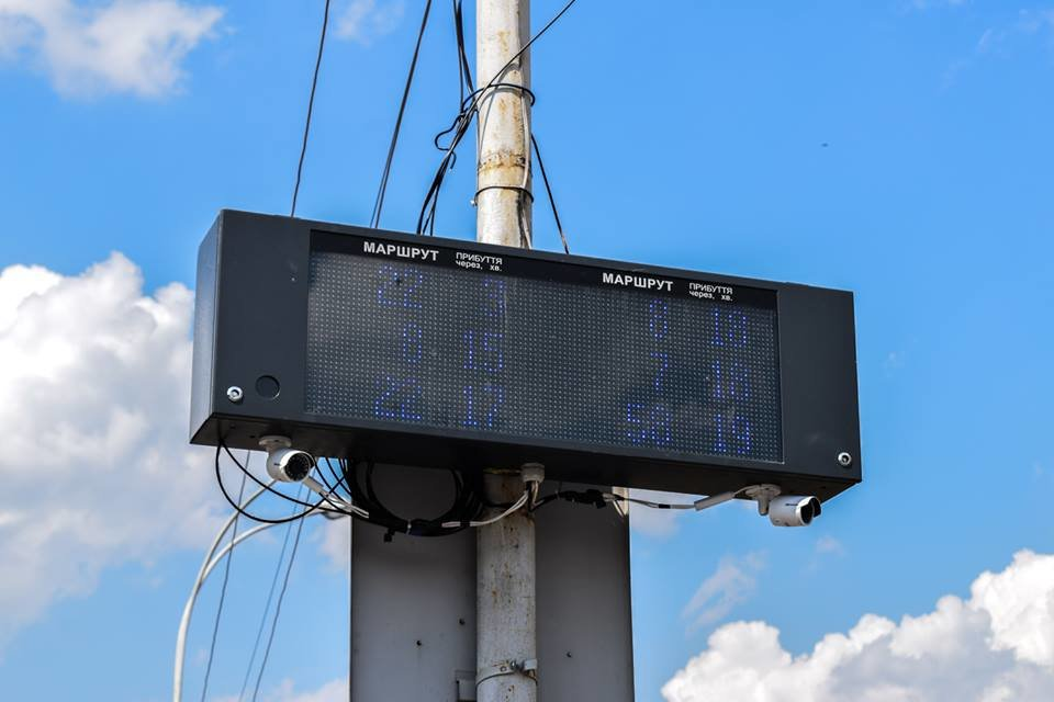 В Ужгороді ще на 2-х зупинках запрацювали електронні табло (ФОТО), фото-1