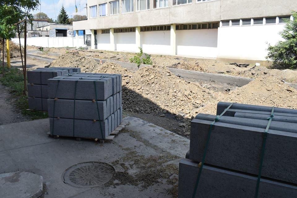 Ужгородська мерія проінспектувала на якому етапі капітальний ремонт на Шумній (ФОТО), фото-1