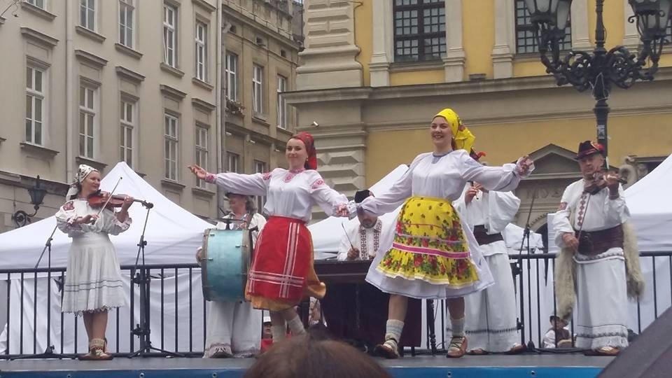Фольклорно-етнографічний ансамбль «Ужгород» виступив на Міжнародному Фестивалі у Львові (ФОТО), фото-2