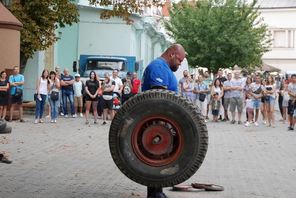 У центрі Ужгорода змагалися силачі (ФОТОРЕПОРТАЖ), фото-2