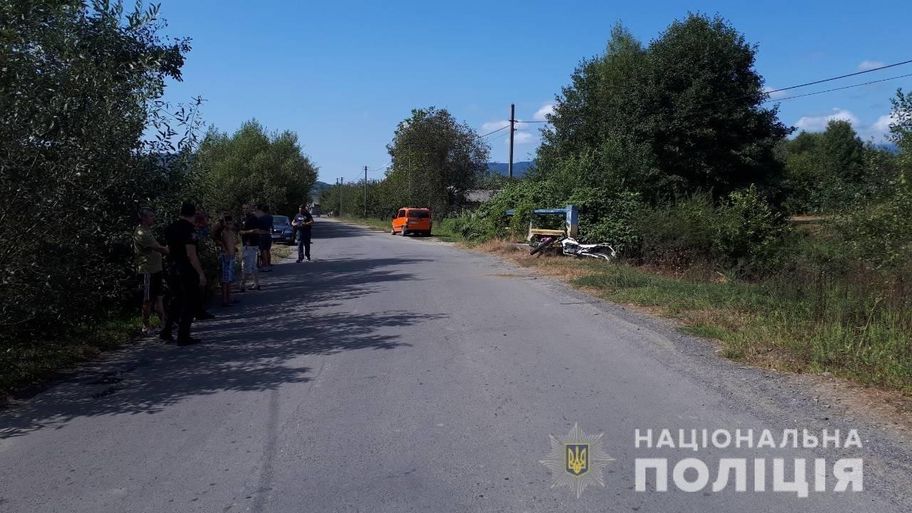 Біля Сваляви мотоцикліст на шаленій швидкості влетів у бордюр: чоловіка доставили в реанімацію (ФОТО), фото-1