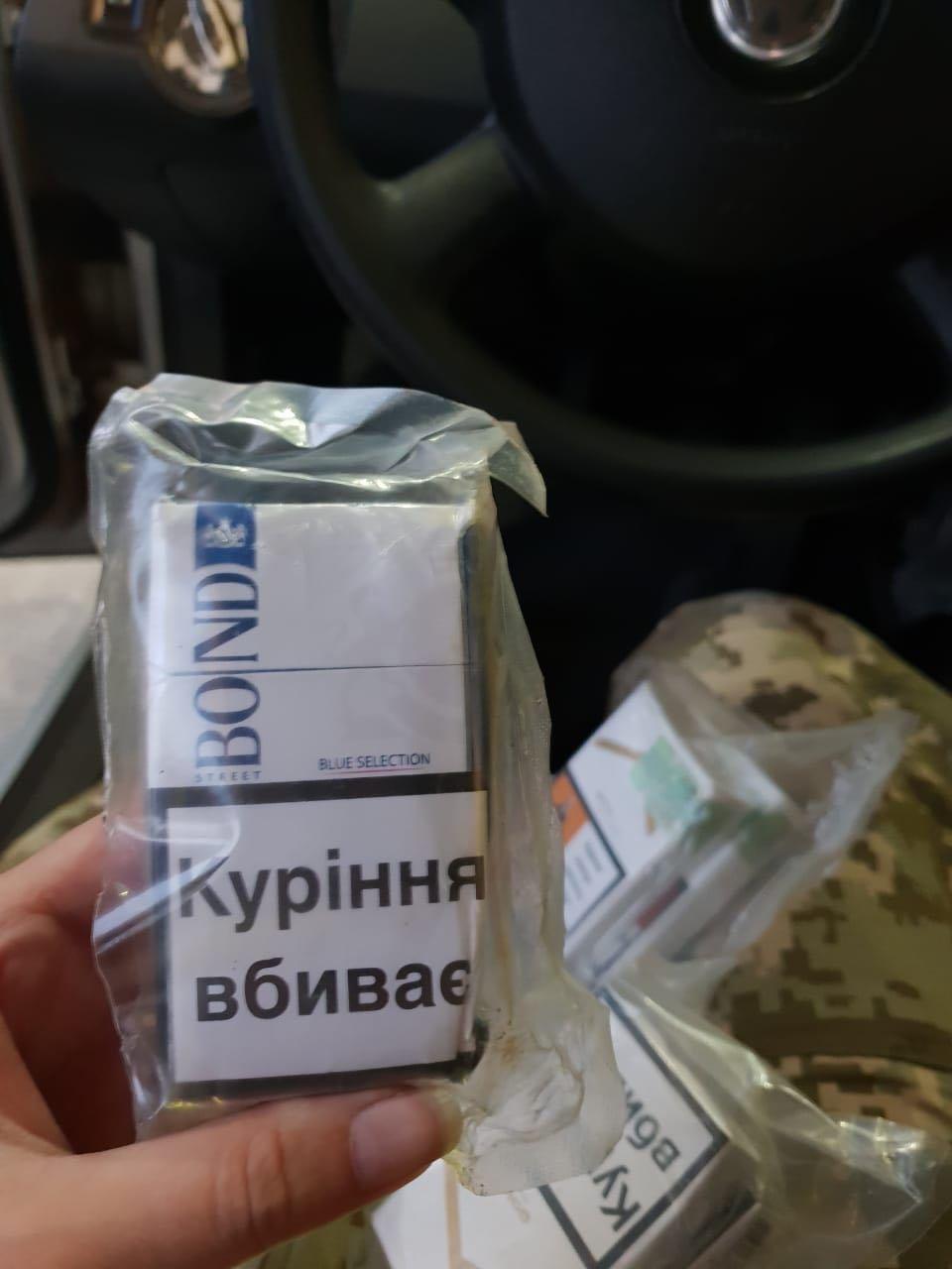 """На кордоні Закарпатті у чоловіка забрали """"Фольксваген"""" за 50 000 через 250 пачок цигарок (ФОТО), фото-2"""