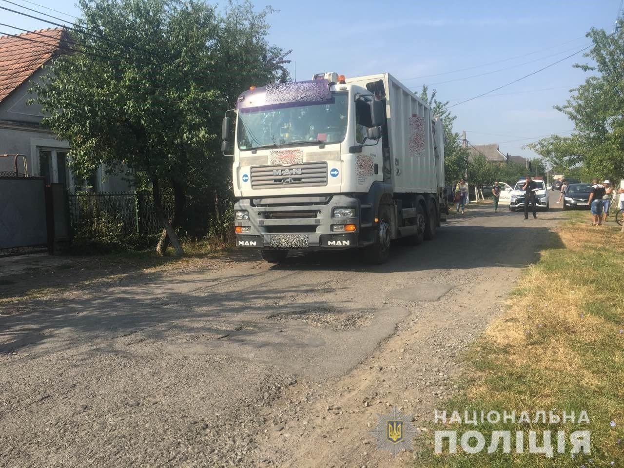Жахлива смерть: біля Мукачева сміттєвоз переїхав 81-річного дідуся (ФОТО), фото-1