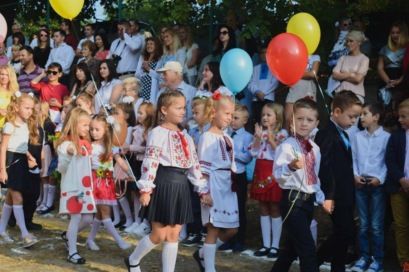 Перший раз у перший клас: Ужгород святкує 1 вересня (ОНОВЛЕНО, ФОТО), фото-5