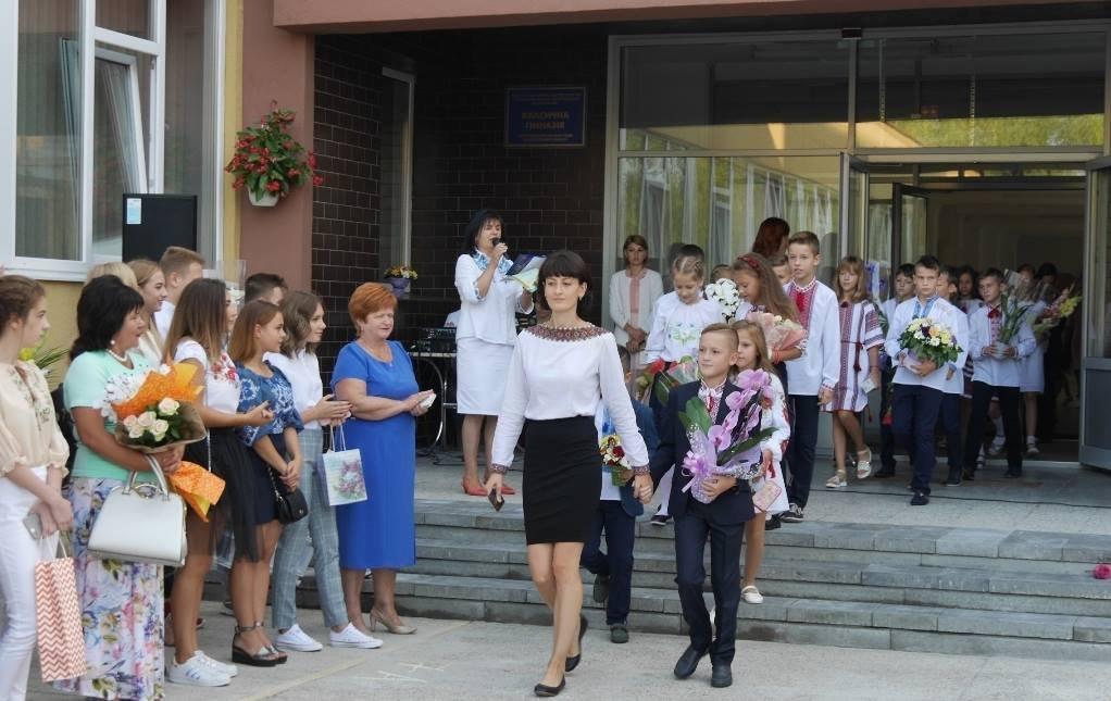 Перший раз у перший клас: Ужгород святкує 1 вересня (ОНОВЛЕНО, ФОТО), фото-2