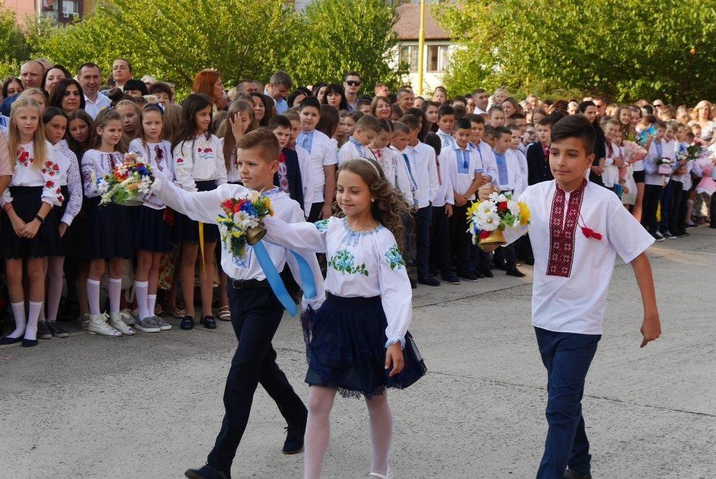 Перший раз у перший клас: Ужгород святкує 1 вересня (ОНОВЛЕНО, ФОТО), фото-16