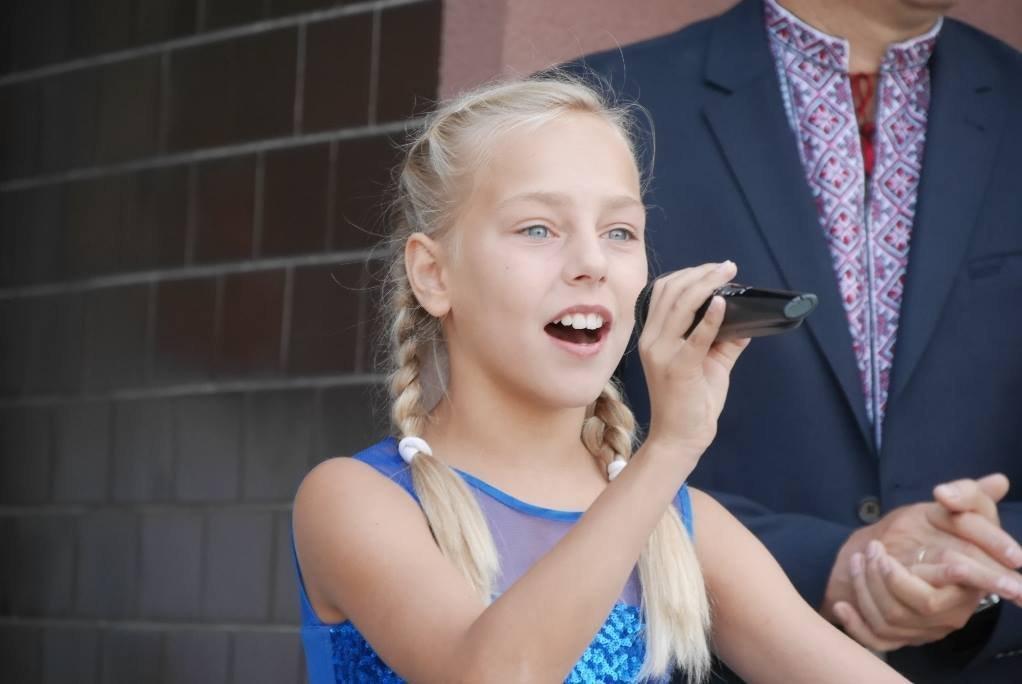 Перший раз у перший клас: Ужгород святкує 1 вересня (ОНОВЛЕНО, ФОТО), фото-3