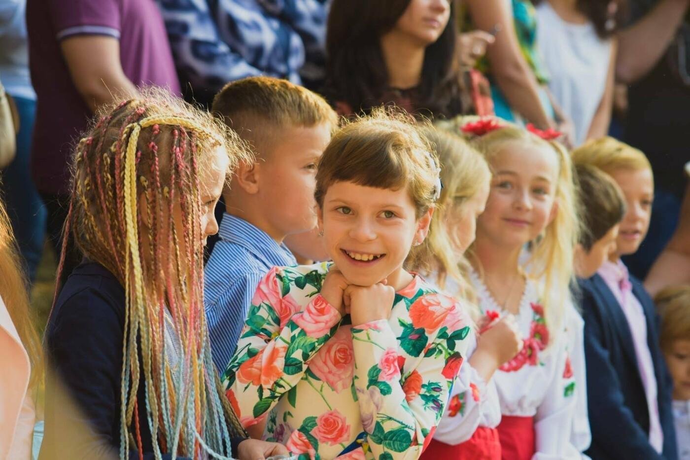 Перший раз у перший клас: Ужгород святкує 1 вересня (ОНОВЛЕНО, ФОТО), фото-19
