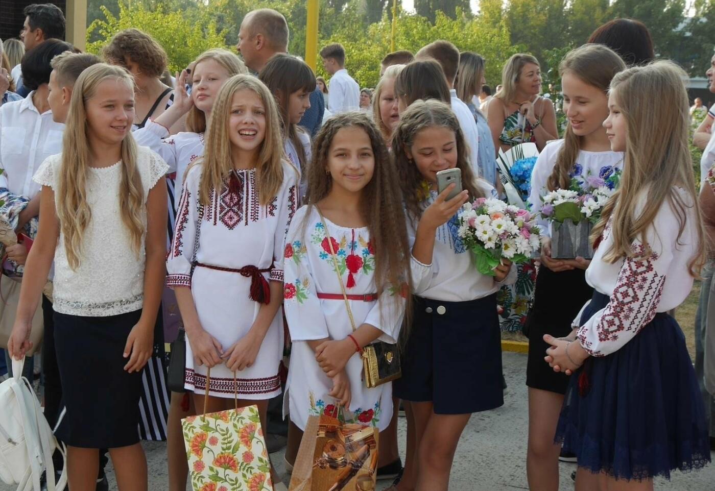 Перший раз у перший клас: Ужгород святкує 1 вересня (ОНОВЛЕНО, ФОТО), фото-4