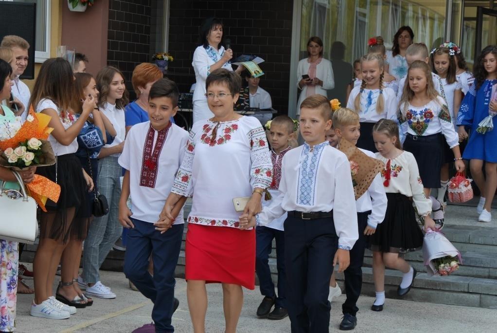 Перший раз у перший клас: Ужгород святкує 1 вересня (ОНОВЛЕНО, ФОТО), фото-22