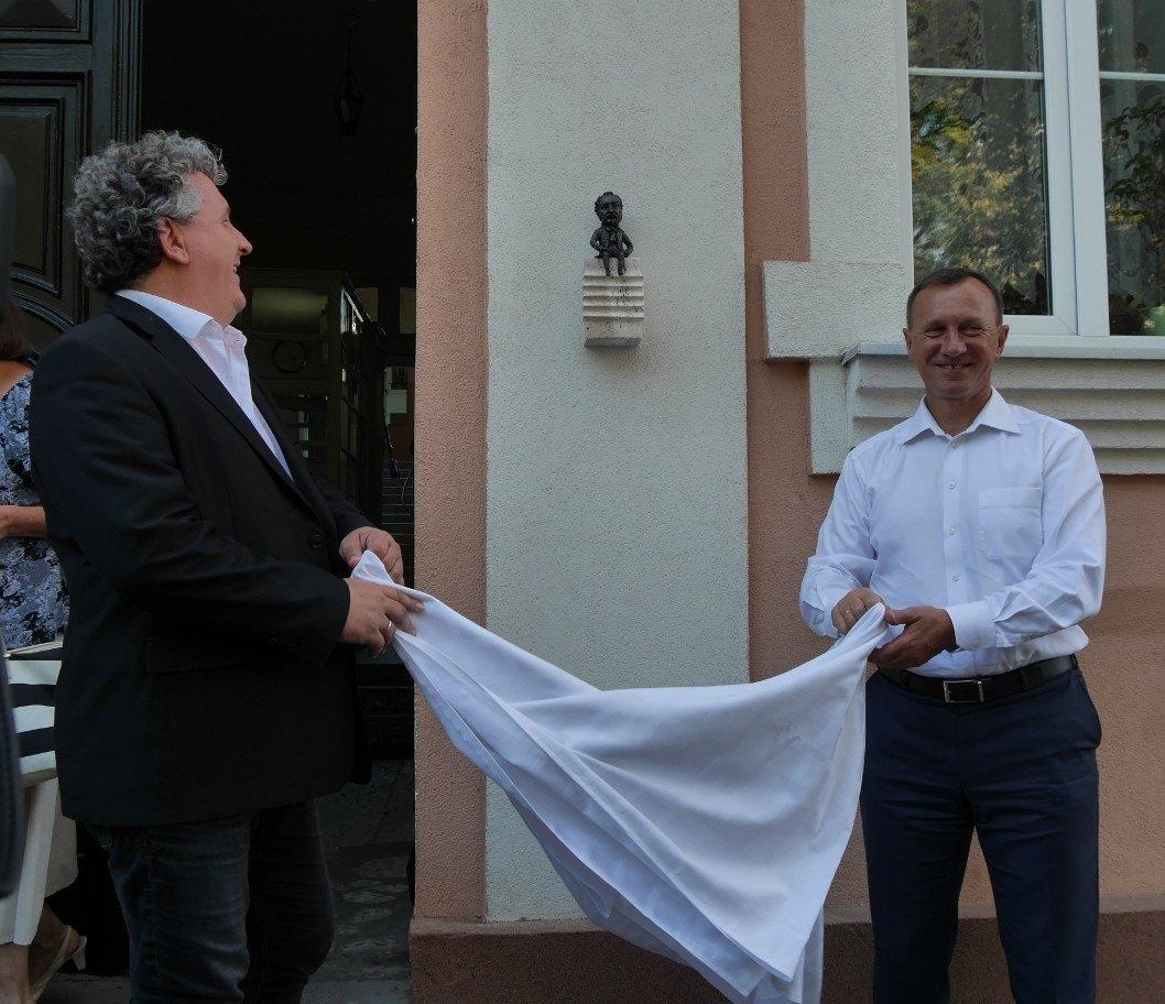 Директор Національної угорської опери відкрив в Ужгороді міні-скульптурку Ференца Еркеля (ФОТО), фото-1