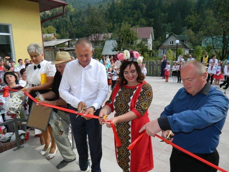На Рахівщині для 80-ти учнів урочисто відкрили нову школу, на яку чекали 10 років (ФОТО), фото-2
