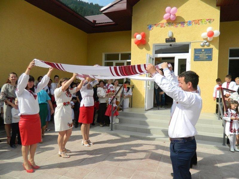 На Рахівщині для 80-ти учнів урочисто відкрили нову школу, на яку чекали 10 років (ФОТО), фото-4