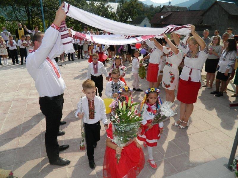 На Рахівщині для 80-ти учнів урочисто відкрили нову школу, на яку чекали 10 років (ФОТО), фото-1