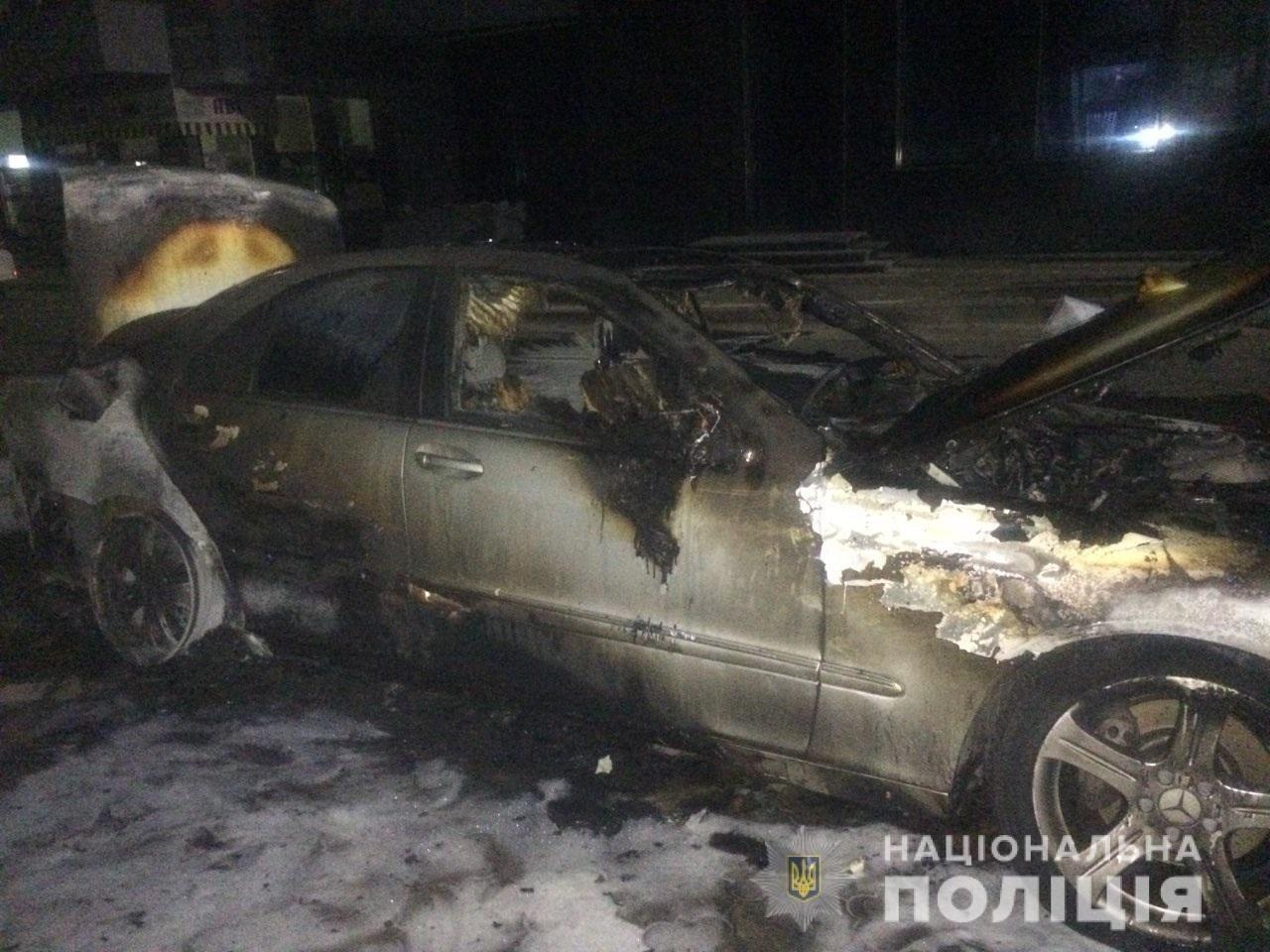 В Ужгороді завівся палій автівок: вночі знову згоріло авто - «Mersedes» 31-річного ужгородця (ФОТО), фото-1