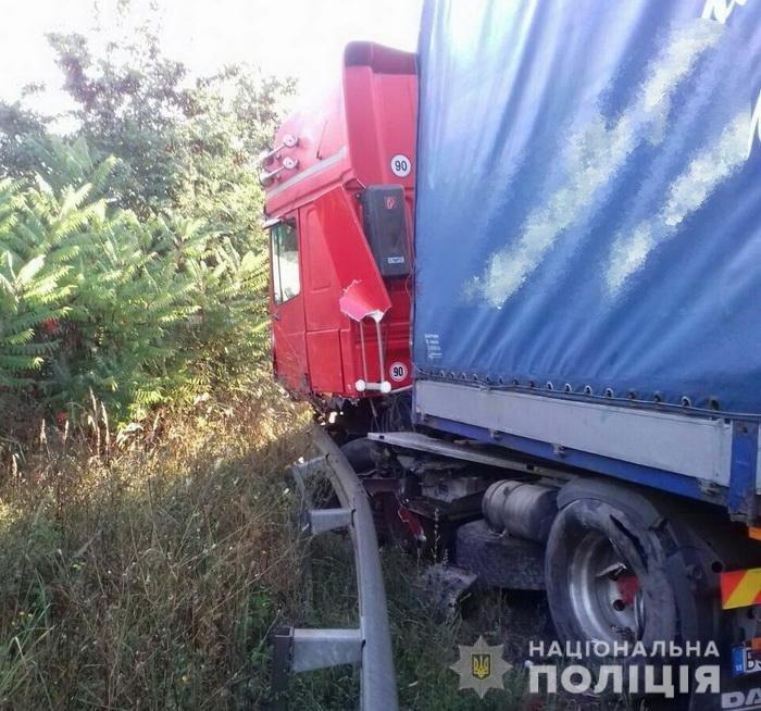 На Ужгородщині ДТП за участі вантажівки, «ВАЗу» та мікроавтобуса: 1 людина загинула, 2-є в лікарні (УСІ ПОДРОБИЦІ, ФОТО), фото-2