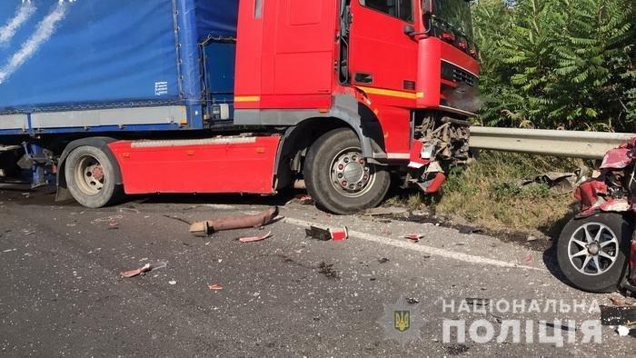 В поліції розповіли деталі смертельного ДТП на Ужгородщині. Від отриманих травм у лікарні помер і водій «ВАЗу» (ФОТО, ВІДЕО), фото-1