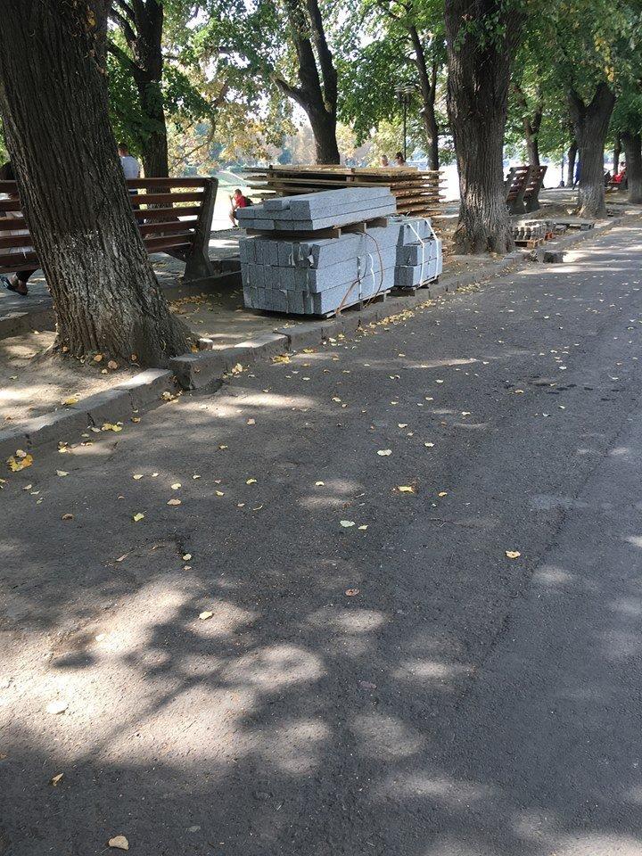 Поліція, спецтехніка та активісти: на набережній Незалежності в Ужгороді знову зупинено роботи (ФОТО, ВІДЕО), фото-5