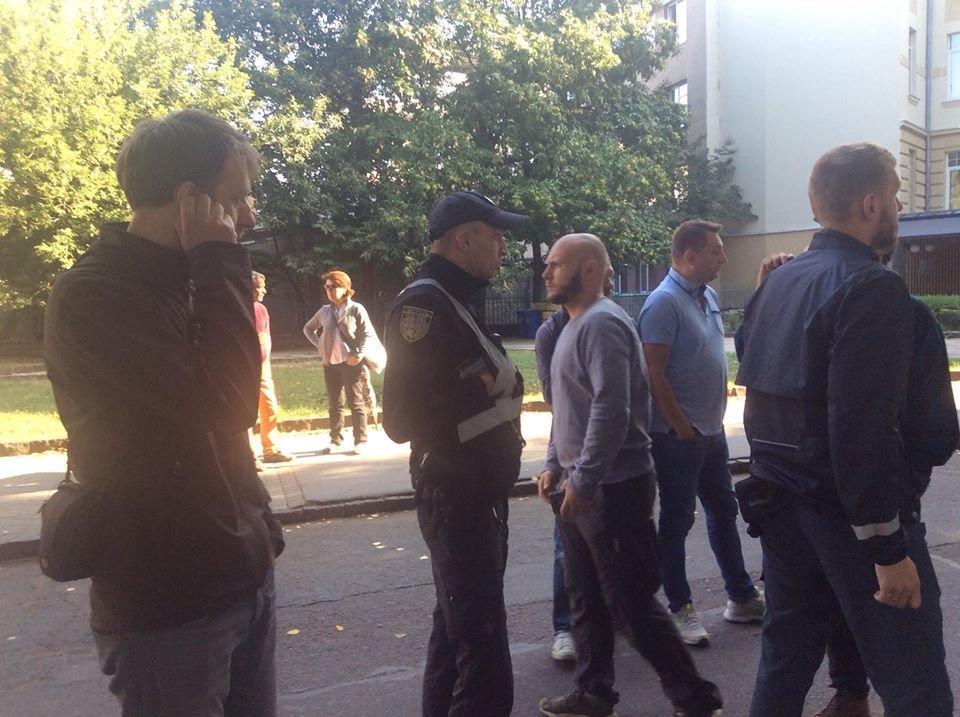 Поліція, спецтехніка та активісти: на набережній Незалежності в Ужгороді знову зупинено роботи (ФОТО, ВІДЕО), фото-14