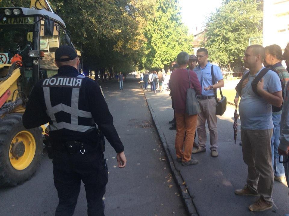 Поліція, спецтехніка та активісти: на набережній Незалежності в Ужгороді знову зупинено роботи (ФОТО, ВІДЕО), фото-15