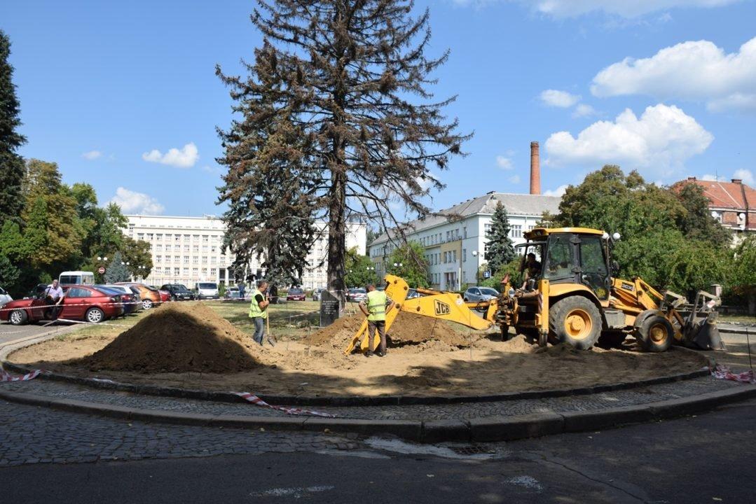 В Ужгороді почали встановлювати пам'ятник жертвам Голодомору (ФОТО), фото-3