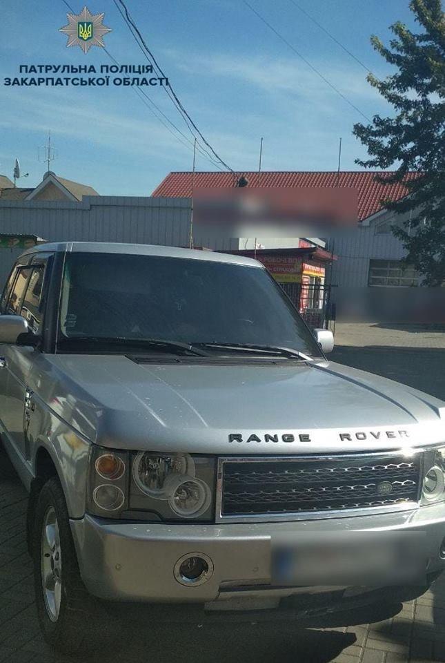 В Ужгороді неадекватний водій «Land Rover» чинив опір поліції: постраждала патрульна (ФОТО), фото-1
