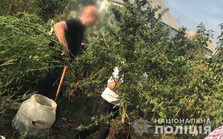Поліція оголосила в розшук 43-річного закарпатця за зберігання наркотиків та боєприпасів (ФОТО), фото-5