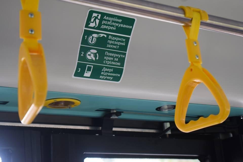 Ужгородцям показали облаштування двох нових автобусів, які вийдуть на маршрути №№ 18,20 (ФОТО), фото-2