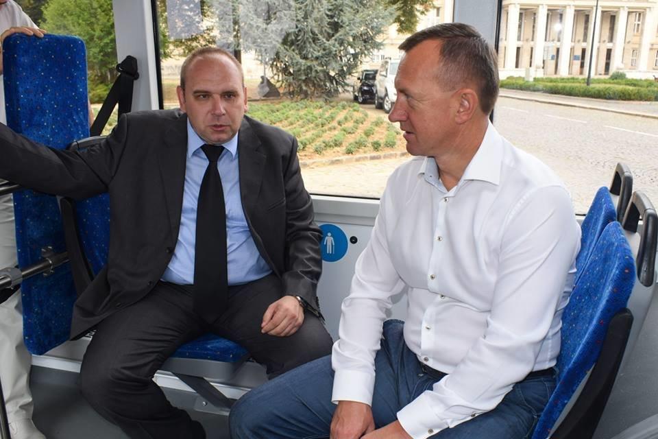 Ужгородцям показали облаштування двох нових автобусів, які вийдуть на маршрути №№ 18,20 (ФОТО), фото-10