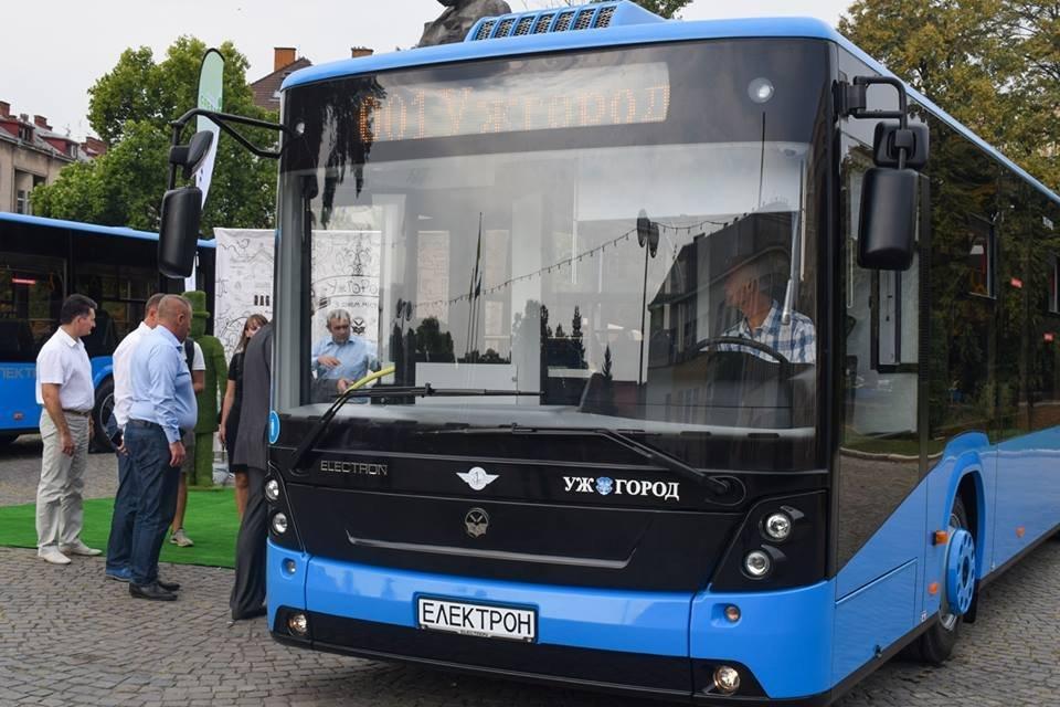 Ужгородцям показали облаштування двох нових автобусів, які вийдуть на маршрути №№ 18,20 (ФОТО), фото-13