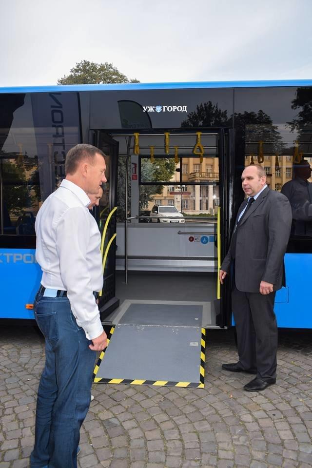 Ужгородцям показали облаштування двох нових автобусів, які вийдуть на маршрути №№ 18,20 (ФОТО), фото-11