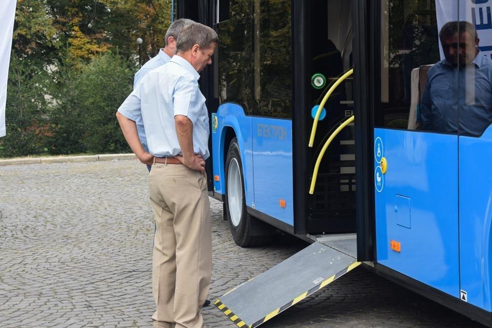 Ужгородцям показали облаштування двох нових автобусів, які вийдуть на маршрути №№ 18,20 (ФОТО), фото-9