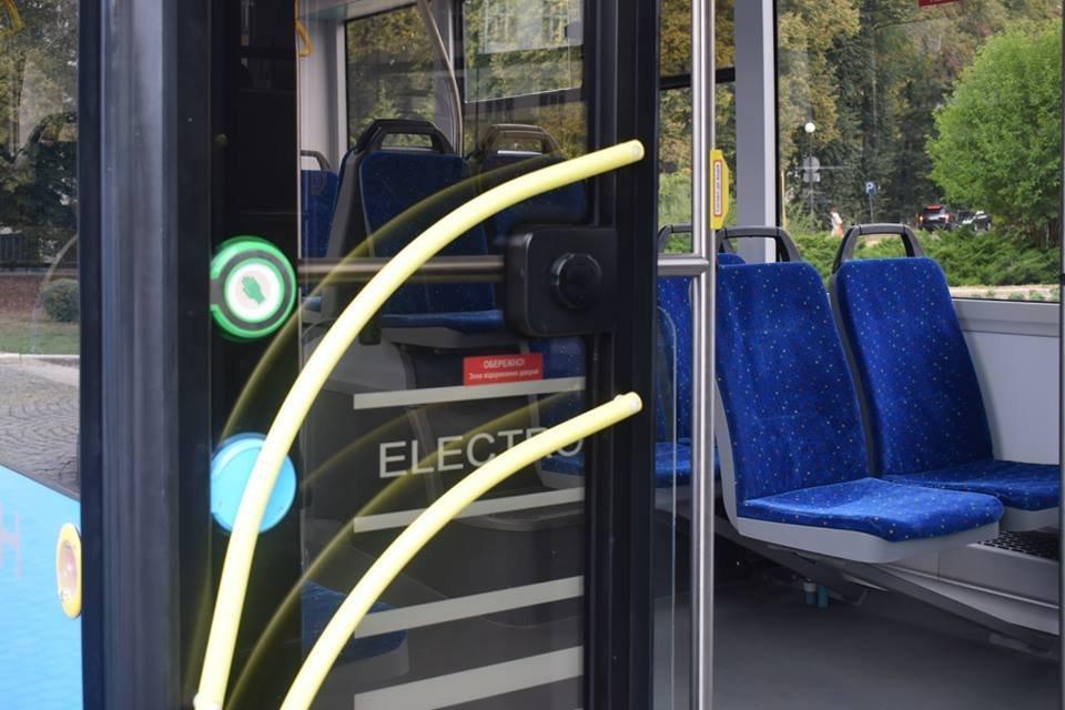 Ужгородцям показали облаштування двох нових автобусів, які вийдуть на маршрути №№ 18,20 (ФОТО), фото-14