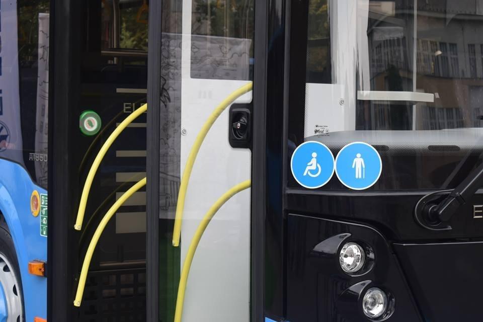 Ужгородцям показали облаштування двох нових автобусів, які вийдуть на маршрути №№ 18,20 (ФОТО), фото-1
