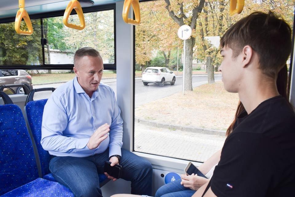 Ужгородцям показали облаштування двох нових автобусів, які вийдуть на маршрути №№ 18,20 (ФОТО), фото-8